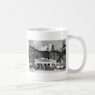 Vieja gasolinera los años 30 taza de café
