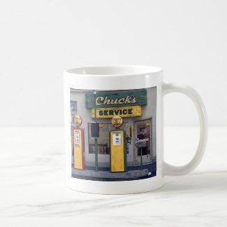 Vieja gasolinera taza de café
