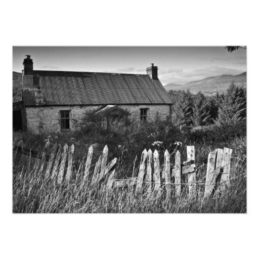 Vieja invitación abandonada de la cabaña