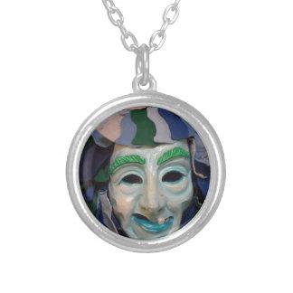 Vieja máscara espeluznante del carnaval grimpolas