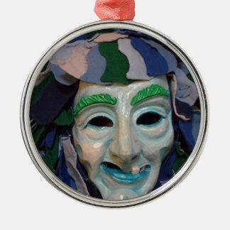 Vieja máscara espeluznante del carnaval adorno redondo plateado