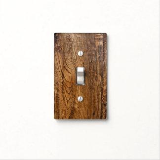 Vieja mirada de madera del grano cubiertas para interruptor