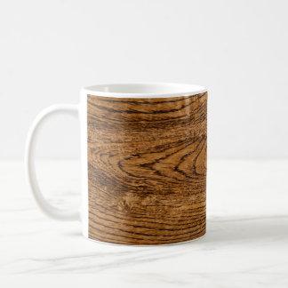 Vieja mirada de madera del grano taza básica blanca