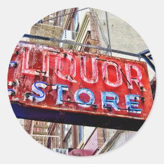 Vieja muestra de la licorería de NYC Pegatina Redonda