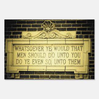 Vieja norma de oro inglesa de la sabiduría señal