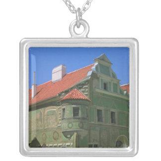 Vieja plaza rodeada por el siglo XVI 2 Collares