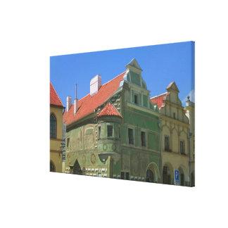 Vieja plaza rodeada por el siglo XVI 2 Impresion De Lienzo