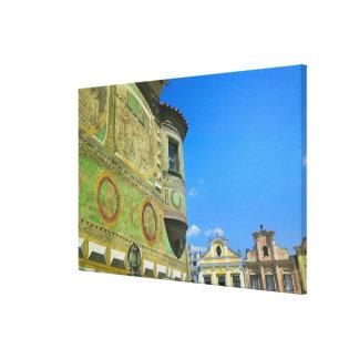 Vieja plaza rodeada por siglo XVI Lona Envuelta Para Galerias