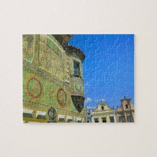 Vieja plaza rodeada por siglo XVI Puzzles Con Fotos
