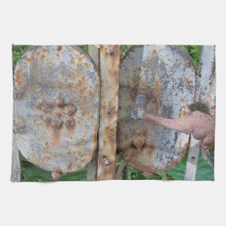 Vieja puerta oxidada toallas de mano