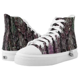 Vieja púrpura de la textura de la corteza del pino zapatillas