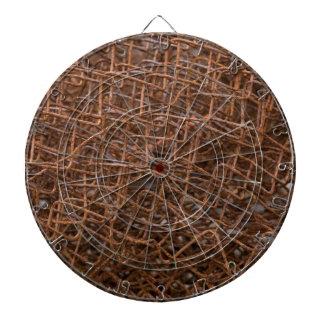 Vieja red oxidada del metal tablero de dardos