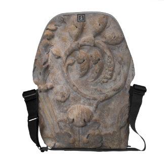Vieja reliquia de talla de piedra bolsa de mensajería