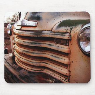 Vieja ruina oxidada del camión, foto del camión de alfombrilla de raton