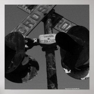 Vieja señal de travesía de ferrocarril posters