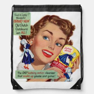 Vieja señora holandesa de la despedregadora mochilas