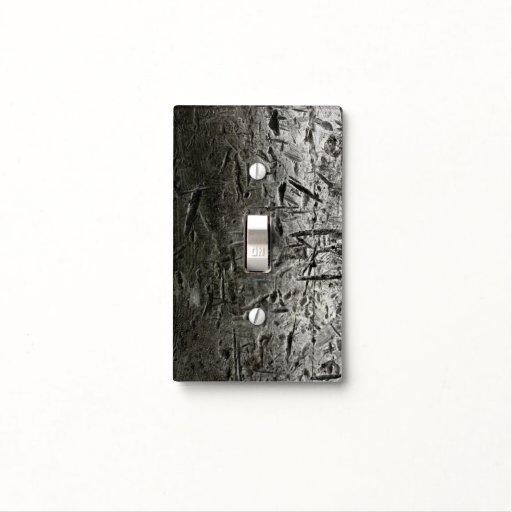 vieja superficie de metal con los rasguños grandes tapas para interruptores