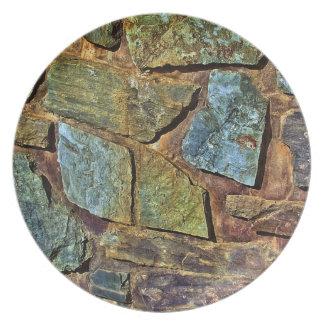Vieja textura colorida de la pared de piedra plato