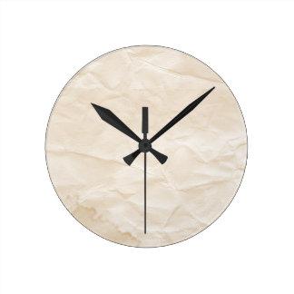 vieja textura de papel con la mancha del café reloj de pared