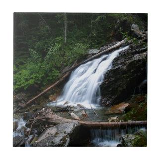 Viejas caídas de la montaña del agua azulejo ceramica