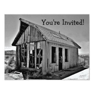 Viejas invitaciones abandonadas y detroyed de la comunicados personales