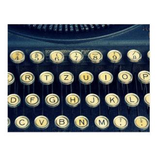 Viejas llaves de teclado de máquina de escribir postal