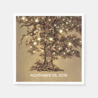 viejas luces del árbol y de la secuencia que casan servilleta desechable