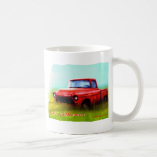 Viejas memorias rojas de la yarda de granero de la taza de café