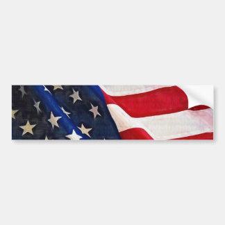 Viejas ondulaciones de la bandera americana de la  etiqueta de parachoque