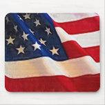 Viejas ondulaciones de la bandera americana de la  tapete de raton