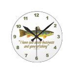 Viejas palabras de la pesca relojes de pared