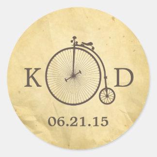 Viejo boda de la bicicleta del vintage pegatina redonda