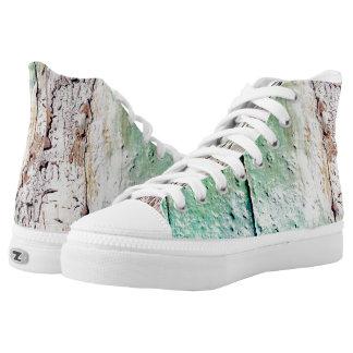 viejo color en la madera zapatillas