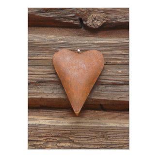 """Viejo corazón rústico en la madera de la cabaña de invitación 5"""" x 7"""""""