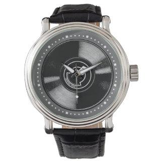 Viejo disco de vinilo reloj de mano