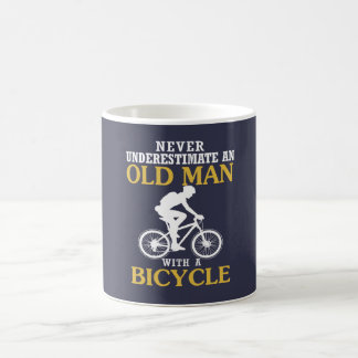 Viejo hombre de la bicicleta taza de café