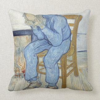 Viejo hombre en el dolor (en el umbral de eternida almohada