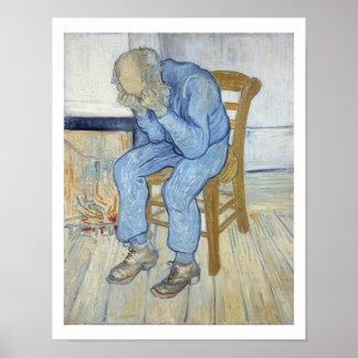 Viejo hombre en el dolor en el umbral de eternida poster
