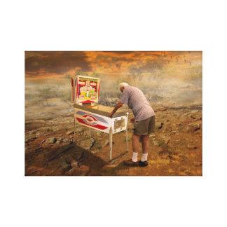 Viejo hombre que juega el pinball en el arte surre impresión en lienzo estirada