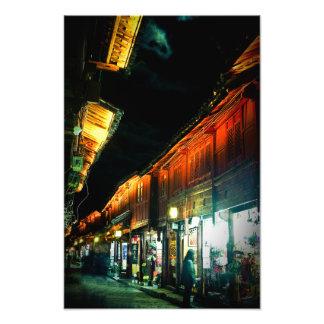Viejo mercado de la noche de la ciudad de Lijiang  Fotografía