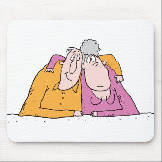 Viejos pares cariñosos alfombrillas de raton