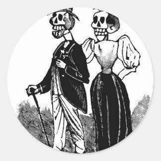 Viejos pares esqueléticos circa 1900s tempranos, pegatina redonda