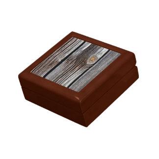 Viejos tableros de madera grises caja de regalo cuadrada pequeña