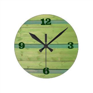 Viejos tableros de madera verdes - reloj de pared