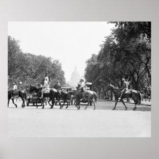 Viendo la C.C. a caballo, 1923 Impresiones