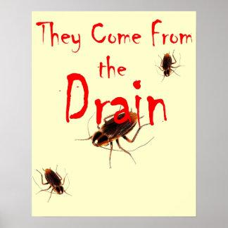 VIENEN del DREN - poster asustadizo de la cucarach