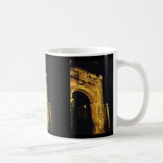 Vienne, Rhone, entrada al foro romano Tazas De Café