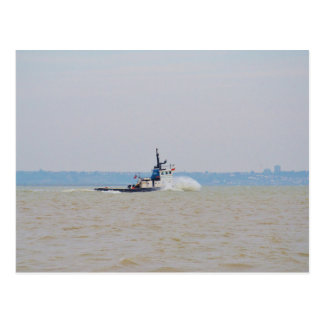 Viento de lucha y marea del barco del tirón tarjetas postales