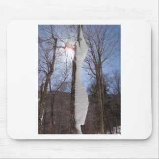 Viento y árbol esculpido nieve tapetes de raton