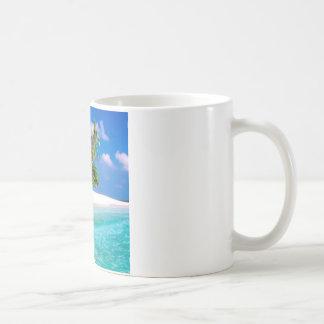 Vientos comerciales de la isla tropical maldivos taza de café